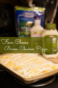 Easy-Weeknight-Dinner-Four-Cheese-Bacon-Chicken-Pizza (1)