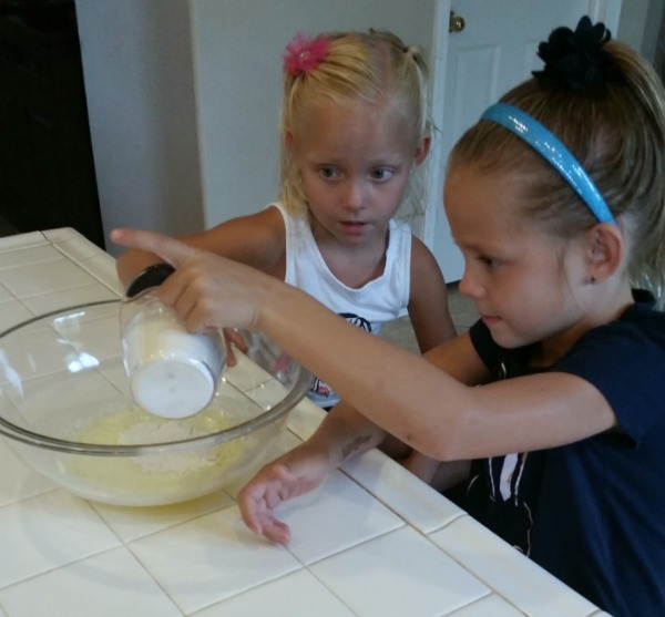 Momma Can Cook - Carmelitas is an easy recipe that your kids can help you make.