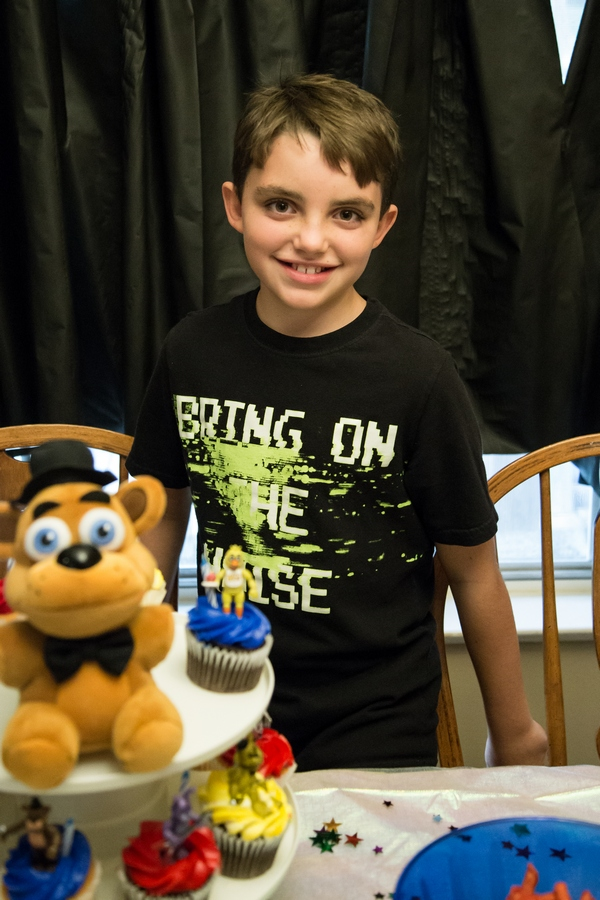 five-nights-at-freddys-birthday-party-happy-tween